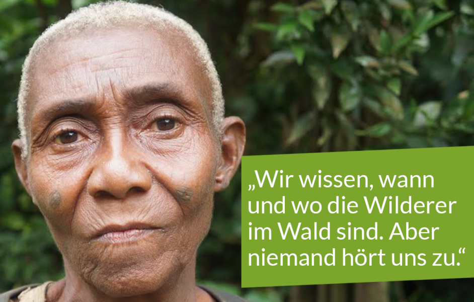 """Porträt altere Baka-Frau mit Zitat """"Wir wissen, wann und wo die Wilderer im Wald sind. Aber niemand hört uns zu."""""""