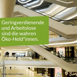 """Einkaufszentrum mit Text: """"Geringverdienende und Arbeitslose sind die wahren Öko-Held*innen."""""""