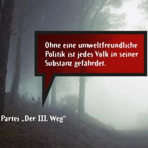 """Foto Wald im Nebel mit Zitat der Partei """"Der III. Weg"""": """"Ohne eine umweltfreundliche Politik ist jedes Volk in seiner Substanz gefährdet."""""""